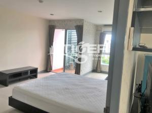 For RentCondoBangna, Lasalle, Bearing : USCR35 2-bedrooms / 2-bathrooms Classic kitchen unit for rent at Regent Home Bangna, includes a balcony and 1x parking space