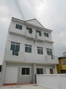 For RentHouseOnnut, Udomsuk : 3-storey twin house for rent, newly built house, Soi Phueng Mee 48, Sukhumvit 93 Road, near BTS Bang Chak (HH2-HN754).