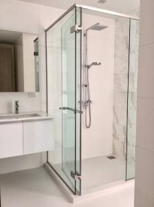 For SaleCondoSukhumvit, Asoke, Thonglor : Selling / Rental : HQ Thonglor , 2 Bed 2 Bath , Floor 28 , 100 sqm 🔥🔥 Selling Price : 28,000,000 THB🔥🔥 🔥🔥 Rental Price : 85,000 THB / Month🔥🔥 #Officerental #Houserental #Condorental #Fullfurnished #Elec