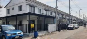 For RentTownhouseLadkrabang, Suwannaphum Airport : For rent 15,000 Lat Krabang 54, the most beautiful corner house.