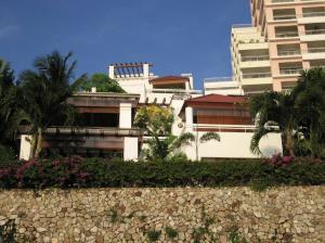 For SaleCondoPattaya, Bangsaen, Chonburi : Baan Rimpha Pattaya Duplex 3bed 3bath by the beach 311sqm. Sale/Rent 55,000,000 Am: 0656199198