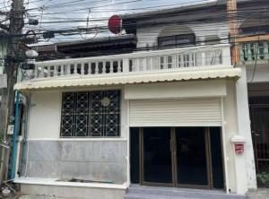 For RentTownhouseRatchadapisek, Huaikwang, Suttisan : BH1047 Townhome for rent, 2 floors, 3 bedrooms, 2 bathrooms, Yu Charoen Village, Soi 20 Mituna, Sutthisan, Huai Khwang.
