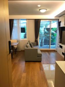For RentCondoNana, North Nana,Sukhumvit13, Soi Nana : Condo for rent in the heart of Sukhumvit, Bts NaNa / Asoke, room size 39 sqm., brand new, fully furnished, ready to move in.