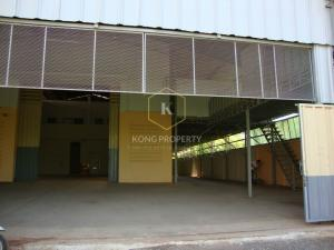 For RentWarehouseRama 2, Bang Khun Thian : Cheap warehouse for rent, Soi Samae Dam, Bang Khun Thian District, area 1,040 sq m. There is a room for workers.