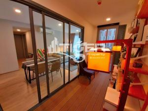 For RentCondoSukhumvit, Asoke, Thonglor : MSCR92 2-bedrooms / 2-bathrooms Classic kitchen unit for rent at TAKA HAUS EKKAMAI 12, includes a balcony and 1x parking space