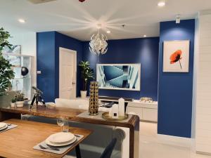For RentCondoSukhumvit, Asoke, Thonglor : For rent - Sukhumvit Living Town On Asoke rd. 2 BR 2 Bath 80 Sq.m. Fully furnish, 1 Fixed parking lot