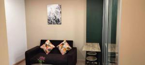 For RentCondoRamkhamhaeng Nida, Seri Thai : Condo for rent, Rim room, beautiful, wide, good view, free common area, comfortable, new room, clean T.062-1574449