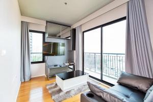 For RentCondoOnnut, Udomsuk : Condo for rent at Blocs Sukhumvit 77, 2 bedrooms, 2 bathrooms, size 64.25 square meters, floor 10+