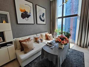 เช่าคอนโดพระราม 9 เพชรบุรีตัดใหม่ : ให้เช่า Chewathai Residence อโศก Duplex 39 ตรม. ชั้น 20 ตกแต่งสวย พร้อมอยู่ Fully Furnished