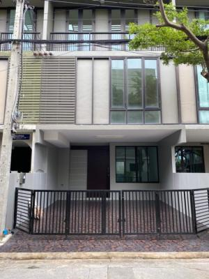 For SaleTownhouseKaset Nawamin,Ladplakao : Townhome for sale Areeya 2 Bee Kaset-Nawaminthorn Lat Pla Khao, new house, never moved in.