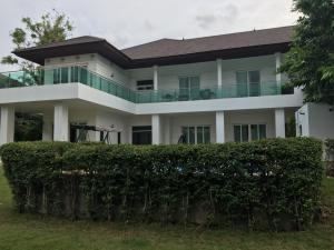 ขายบ้านบางนา แบริ่ง : บ้านสวยพร้อมสระว่ายน้ำและบริเวณ