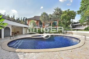 เช่าบ้านสุขุมวิท อโศก ทองหล่อ : Private House Ekkamai Soi 2 with Private Swimming pool This fully furnished detached house is located within a quiet residential area with lots of green spaces.