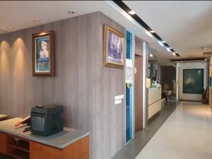 For RentShophouseSukhumvit, Asoke, Thonglor : 🔥 Commercial building for rent, 2 booths, 5 floors, 🔥 next to the main road, near BTS Thonglor