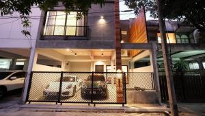 เช่าบ้านสุขุมวิท อโศก ทองหล่อ : Rental : The Loft Townhome in Thonglor, 3 Bed 4 Bath 1 Outdoor Jaguzzi , 225 sqw 🔥🔥Rental Price: 95,000 THB / Month 🔥🔥#Condorental#Fullfurnished#Electricity#PSLiving📌Refrigerator📌Airconditioner📌Microwave📌Water Heater📌Washing Machine📌TVMore Information📱Tel