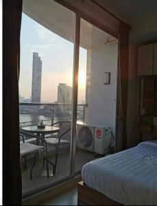 For RentCondoWongwianyai, Charoennakor : For rent Supalai River Place, Chao Phraya River view.