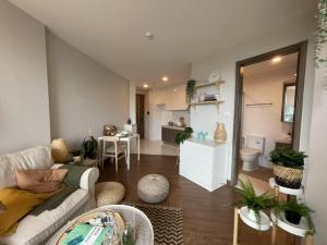 For SaleCondoRatchadapisek, Huaikwang, Suttisan : ขายด่วน 1 ห้องนอน ใกล้ MRT ศูนย์วัฒนธรรม ห้องใหญ่ มีห้างในคอนโด (คอนโดใหม่)