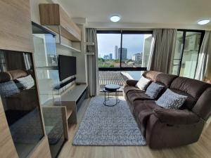 For SaleCondoRatchadapisek, Huaikwang, Suttisan : Condo for sale, ready to move in, near MRT Sutthisan.