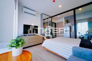 For RentCondoSukhumvit, Asoke, Thonglor : MSCR93 1-bedroom / 1-bathroom Classic kitchen unit for rent at Rhythm Sukhumvit 36-38, includes a balcony