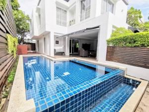 For RentHouseSamrong, Samut Prakan : 🎉Single house for rent, Noble Park, Bangna-Trad Km.12 with private pool.
