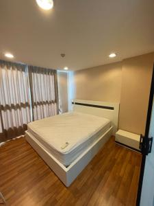 For SaleCondoOnnut, Udomsuk : Selling at a loss in the city. Zenith Place Sukhumvit 42 condo, size 37 sq m, large room, 8th floor, selling for only 2.99 minus half transfer fee.