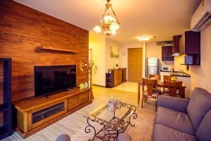 For SaleCondoOnnut, Udomsuk : 2 bedrooms 2 bathrooms for sale walking diatonic BTS Phrakanong sale with furniture
