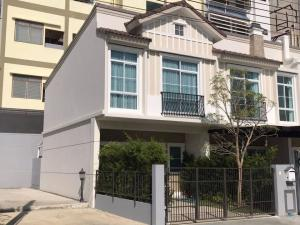 For RentTownhouseBangna, Lasalle, Bearing : Townhome for rent at the corner of Indy Bangna-Ramkhamhaeng 2, new house, furniture, ready to move in.