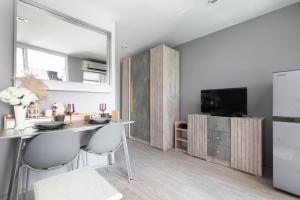 For RentCondoOnnut, Udomsuk : Condo for rent Regent Home Sukhumvit 81  fully furnished (Confirm again when visit).