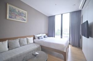 For RentCondoSukhumvit, Asoke, Thonglor : Condo for rent Park 24 2nd floor Building B AOL-F81-210604101