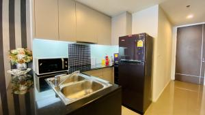 เช่าคอนโดนานา : 2 bedrooms Condo near Asoke BTS