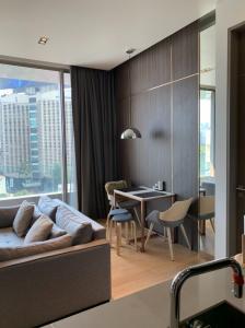 ขายคอนโดสีลม ศาลาแดง บางรัก : Condo for sale in Saladaeng One 1 Bedroom with view of Lumpini Park