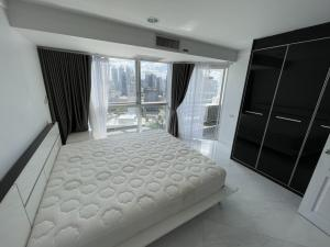 For RentCondoSukhumvit, Asoke, Thonglor : Condo for rent 600 m. to BTS Phromg Phong : 2 Bedrooms 1 Bathroom for 64 sqm. on 27th floor.With Panorama View.Fully furnished and electrical appliances.Just 600 m. to BTS Ploenjit , 630 m. to Emporium , 400 m. to The first step International Kindergarten
