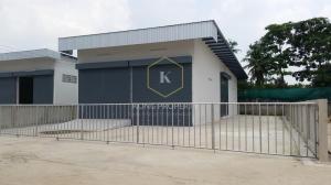 For RentWarehouseNakhon Pathom, Phutthamonthon, Salaya : Warehouse for rent, area 800 sq.m., Phutthamonthon Sai 2 area, Thawi Watthana district, Bangkok.