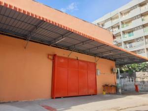 For RentWarehouseRatchadapisek, Huaikwang, Suttisan : Rent a warehouse in the city, Din Daeng zone.