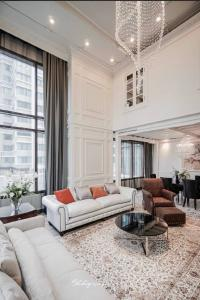 For RentCondoSukhumvit, Asoke, Thonglor : Super Luxury For rent The Emporio Place 3Bed Urgent!! Just vacant, very beautiful room, luxury furniture
