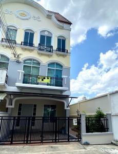 For RentTownhousePattanakan, Srinakarin : Townhome for rent at Baan Klang Muang Srinakarin Monaco Srinakarin 24 (hygienic)