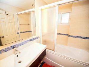 เช่าคอนโดอ่อนนุช อุดมสุข : ราคาโปรโมชั่น!!! ไลฟ์ แอท สุขุมวิท 65 ห้องใหญ่ 44ตรม.ชั้น21 มีอ่างอาบน้ำ ใกล้BTSพระโขนง