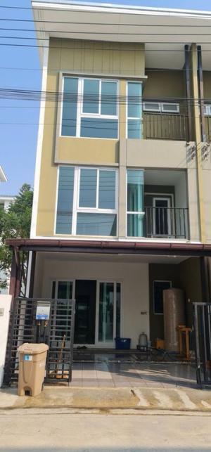 For RentTownhouseSamrong, Samut Prakan : 3-storey townhome for rent, Bless Town Srinakarin-Nam Daeng, 3 bedrooms, 3 bathrooms, 20 sq m. Rent 16,000/month.
