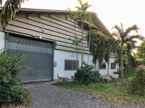 For SaleLandPattaya, Bangsaen, Chonburi : Urgent sale! Factory and office located on an area of 2 rai 5 square wa, only 180 meters from Baspass Road, near the industrial estate. Easy to travel, comfortable. If interested, contact 064-8264924