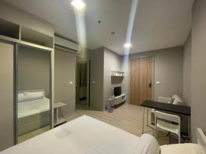 เช่าคอนโดพระราม 9 เพชรบุรีตัดใหม่ : [ Midst Rama9 ] ฿9,999 ห้องอยู่ชั้นเดียวกับส่วนกลาง เครื่องใช้ไฟฟ้าครบ