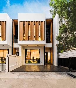 For SaleHouseChiang Mai : C5MG100361 Two-Storey Townhouse with modern style for sale.