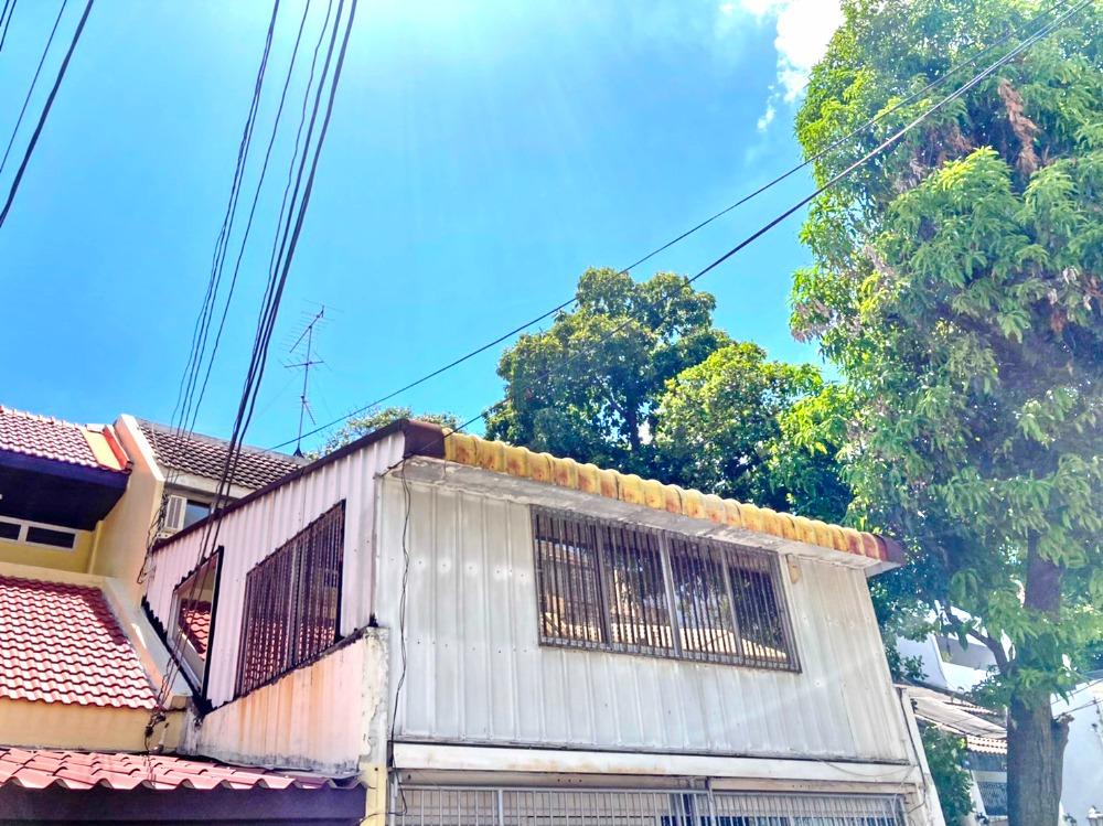 For SaleTownhouseSukhumvit, Asoke, Thonglor : 2485-A😍 For SELL Townhouse for sale, 2 floors, 3 bedrooms🚄near BTS Ekkamai🏢Ekamai 🔔 House area: 27.00 sq wa 🔔 Living area: 216.00 sq m Sale: 19,600,000 ฿📞O86-454O477✅LineID:@sureresidence
