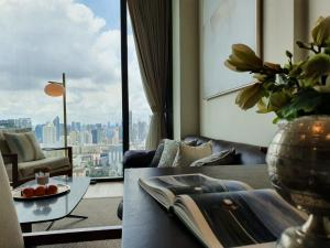 For RentCondoWitthayu,Ploenchit  ,Langsuan : Condo for rent, 28 Chidlom, high floor, good view, fully furnished with brand furniture and good electrical appliances. ready to move in