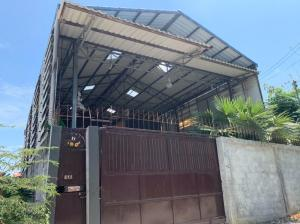 For SaleWarehouseRathburana, Suksawat : Selling warehouse Pracha Uthit 90, easy to travel, negotiable price.