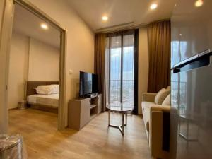 For RentCondoSukhumvit, Asoke, Thonglor : 🎉New condo, good quality, next to Rama IV Road, Oka House, good location, connected to Soi Sukhumvit 36, beautiful condo, luxurious, decorated in a minimalist Japanese style. The common area is very spacious.