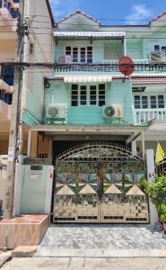 For SaleTownhouseRama 2, Bang Khun Thian : For Sale - 3-storey townhouse, Sinthavee Grand Village, kitchen extension and second floor Good condition, ready to move in, very good location, near the market and Central Plaza Rama 2.