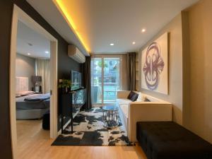 เช่าคอนโดอ่อนนุช อุดมสุข : [ Mayfair Place 64 ] ฿13,999 ห้องแต่งสวย เครื่องใช้ไฟฟ้าครบ