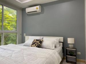 เช่าคอนโดลาดพร้าว101 แฮปปี้แลนด์ : ว่างให้เช่า Happy Condo ลาดพร้าว 101 - 2 ห้องนอน Smart TV เครื่องซักผ้า เฟอร์นิเจอร์และเครื่องใช้ไฟฟ้าคตรบ