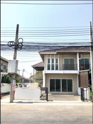 For SaleTownhouseSamrong, Samut Prakan : Townhome for sale, 2 floors, good location, 82 sq m., corner room, Bangna-Trad, km. 27, inbound to Bangkok.