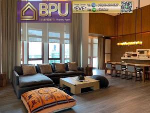 For RentCondoWitthayu,Ploenchit  ,Langsuan : ** 3 Bedrooms Luxury Condo for Rent ** The Crest Ruamrudee Near BTS Ploen Chit
