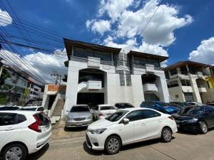 For RentHome OfficeYothinpattana,CDC : For rent : home office in Town in Town village, 3 storey, twin building at the corner.